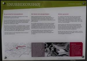Informationsplanche ved Snubbekorshøj - april 2015.      Foto Bjarne Larsen.